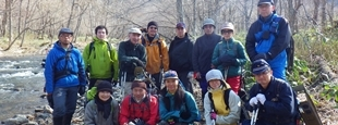 阿寒クラシックトレイル研究会の仲間たち (「川の道」トレッキング)