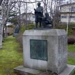松浦武四郎探検像(釧路市内幣舞公園)