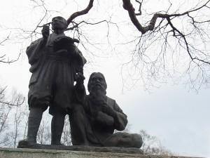 武四郎探検像(幣舞公園:釧路市街地)