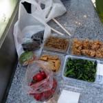 デパ地下の店じまいセールで地元惣菜を半値ゲット。これが夕食の場合も