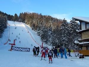 スキー大会は阿寒のマルチワーカーたちで運営される