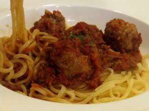 エゾシカのミートスパゲティ。お肉がゴロゴロ。