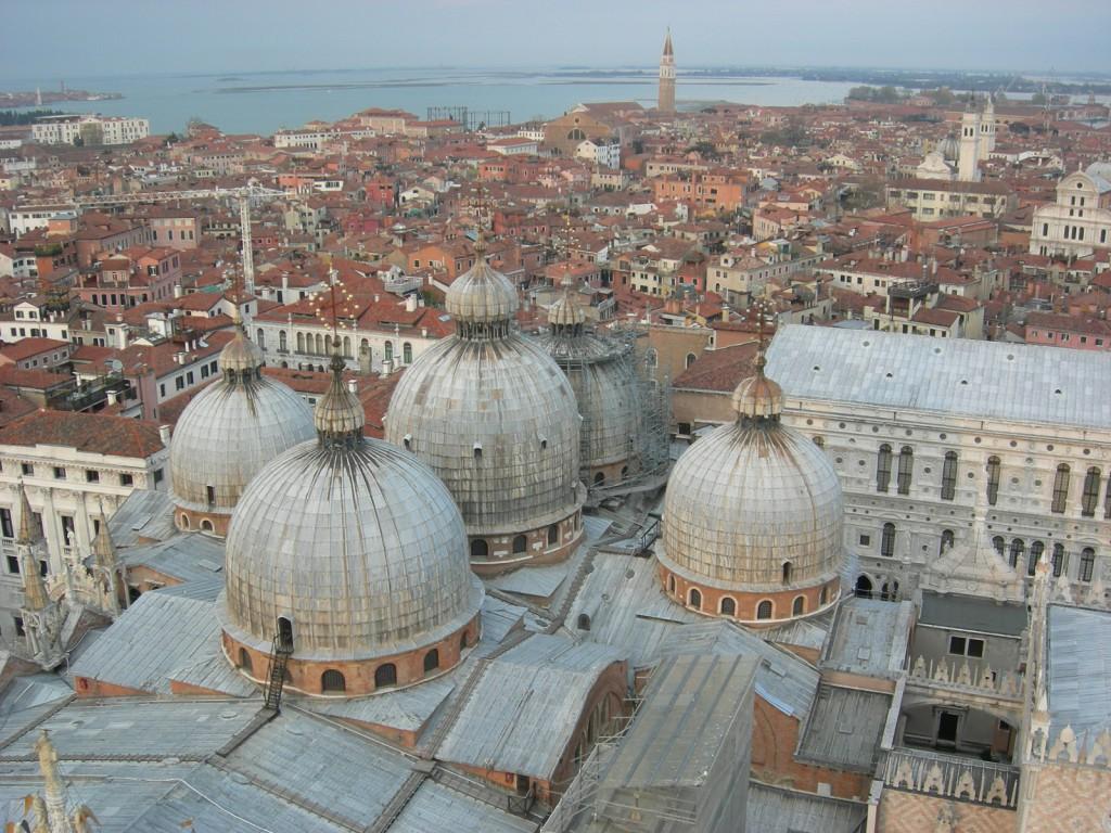 ビザンチン文化の影響を受けたヴェネチアは美術も建築もヴェネチア風。