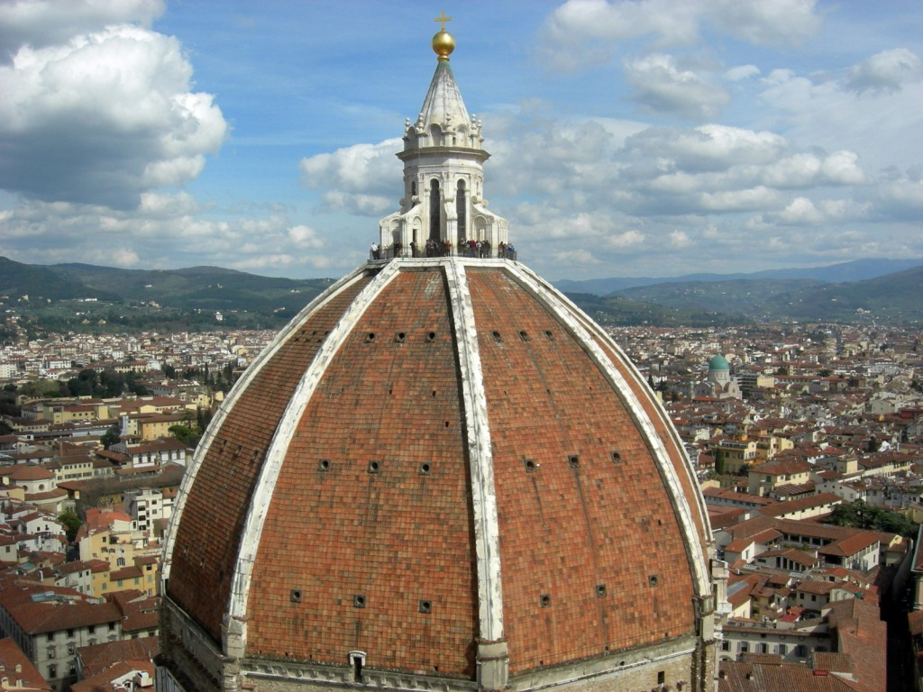 フィレンツェのシンボルは街の中心にあるドォーモ(大聖堂)