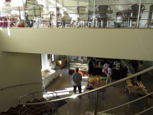 1階は店舗、2階はパーラー