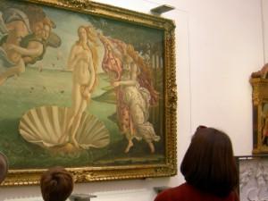 ウフィツィ美術館の至宝「ビーナスの誕生」。ミチコさんは卵型首長の美人であった。