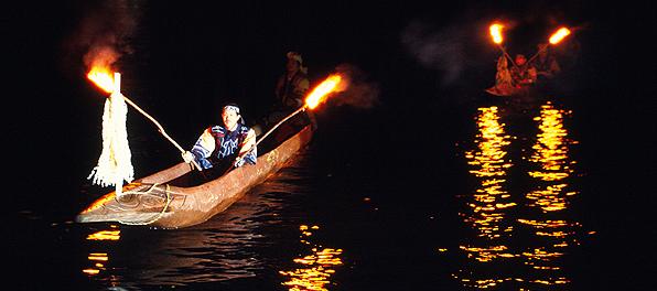迎える儀式は夜の阿寒湖の幻想的なしじまで
