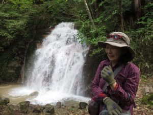 中間ほどに男滝と女滝がある、なかなかのスケール